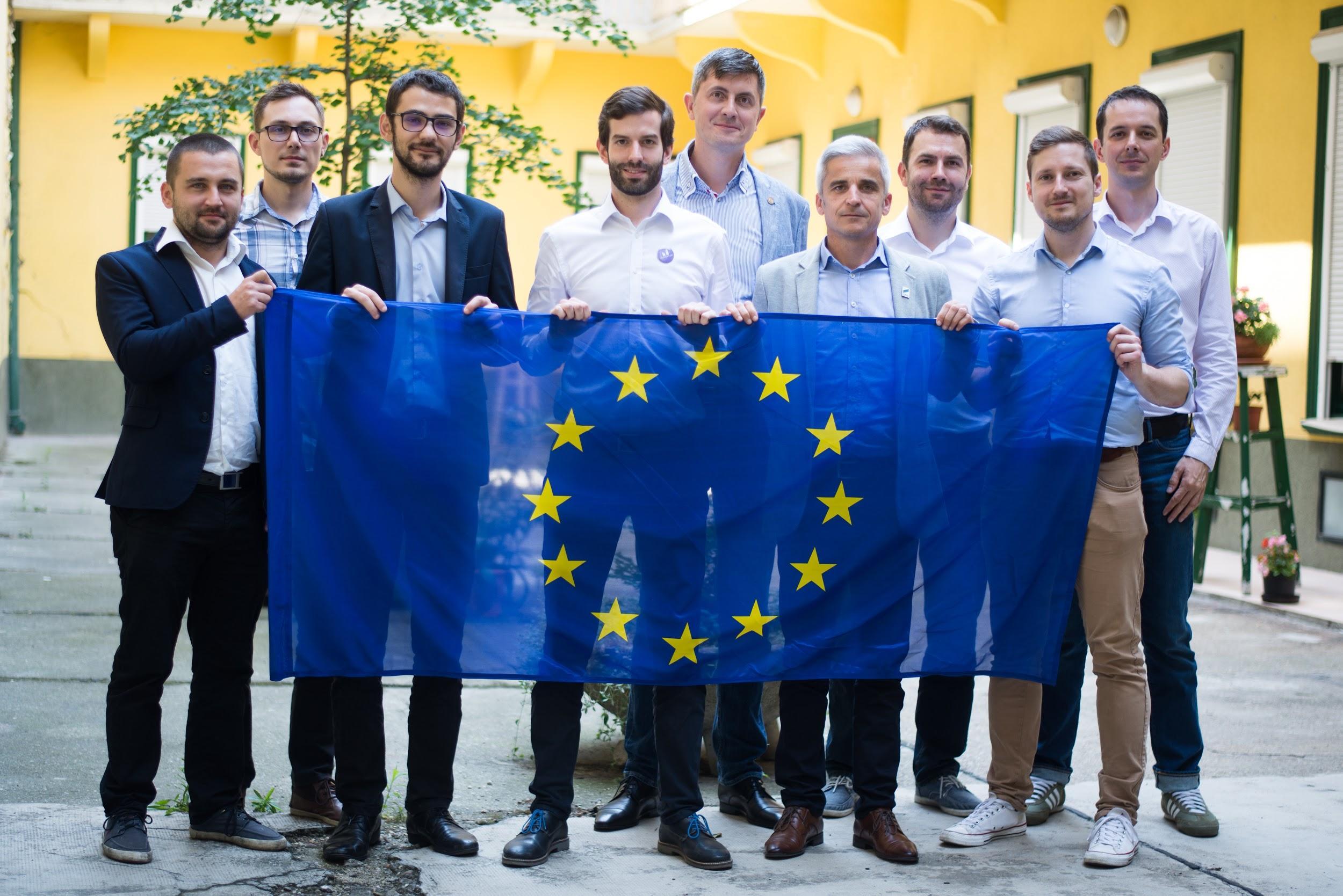 BUDAPESTA – Uniunea Salvați România (USR) și formațiunea Momentum