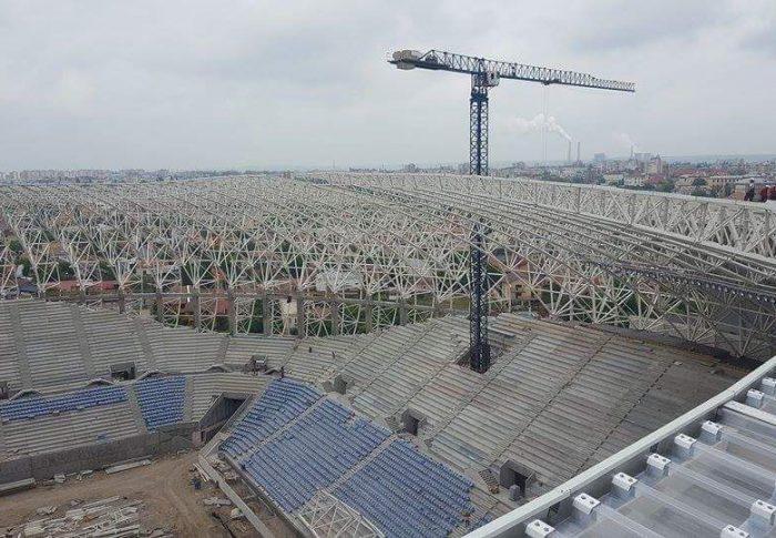 Zeci de milioane de euro, irosiți pe stadioane omagiale
