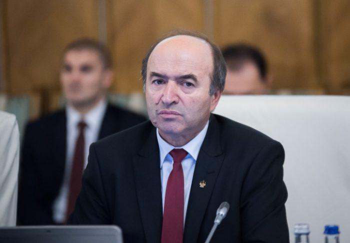 USR cere demisia ministrului Tudorel Toader care a fost avocatul lui Dragnea la CCR