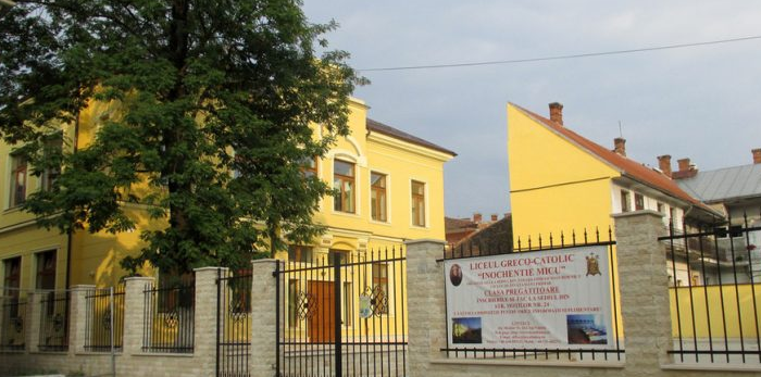 Senatorul USR Mihai Goțiu cere explicații oficiale ministrului Educației, Liviu Pop, în cazul liceenilor trimiși acasă pentru că aveau părul lung