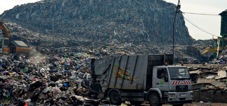 Autoritățile din Cluj dau dovadă de inconștiență în privința gropii de gunoi de la Pata Rât