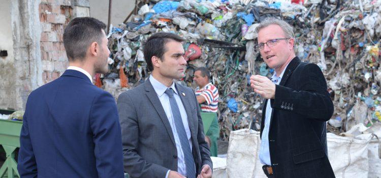 Criză generală în sectorul deșeurilor din România – Raport USR
