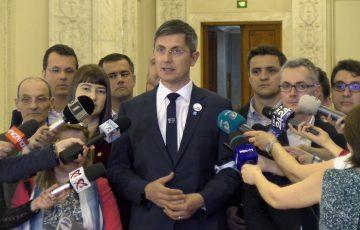 Infractorii au învins în Parlamentul României. USR va sesiza Curtea Constituțională