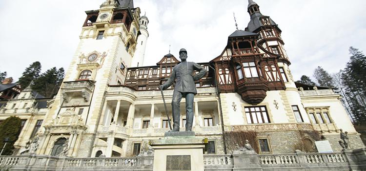 """USR avertizează Guvernul: """"Salvați Muzeul Peleș!"""""""
