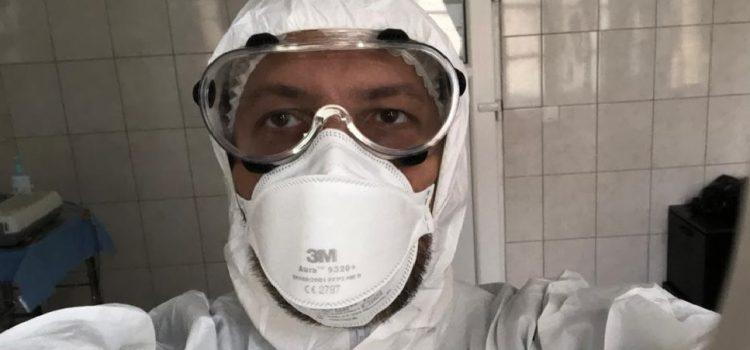 Senatorul USR Adrian Wiener tratează bolnavii de COVID-19 la Spitalul Județean Arad