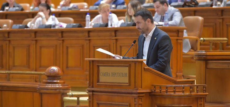 Tun imobiliar de sute de milioane de euro cu votul Parlamentului. USR va ataca la CCR legea