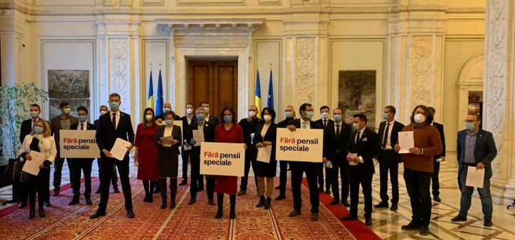 Parlamentarii USR își dau demisia ca să nu primească pensii speciale