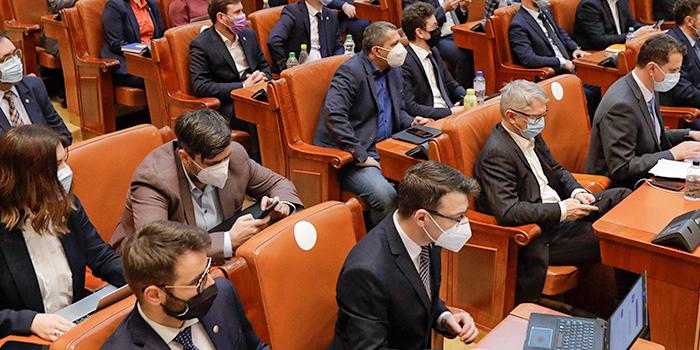 USR PLUS a votat pentru ca românii să-și poată cumpăra până la 1 septembrie 2023 vechime la pensie