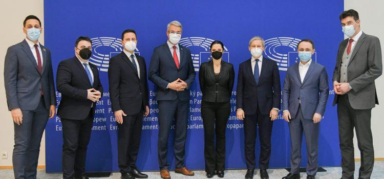 Parlamentul European a aprobat astăzi Certificatul UE COVID-19, cu amendamentele propuse de europarlamentarii USR PLUS